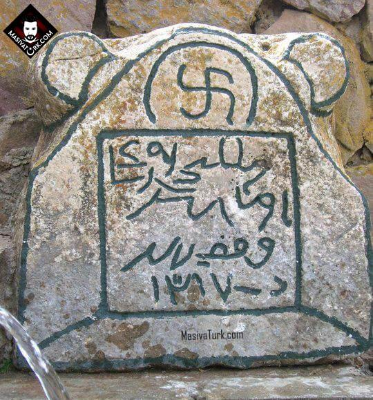 Sivas, Karlı Köyü'nde, çeşme üzerinde yer alan Taşta Oz Tamgası