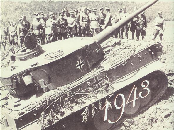 Tiger I ile oluşturulan 503. Ağır Panzer Taburu'nun manevrasını izleyen Türk subayları (Belgorod, 26 Haziran 1943)